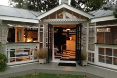 Craftsman Mini-me - stunning glass house Venice, CA - great location, incredible outdoor shower, great reviews