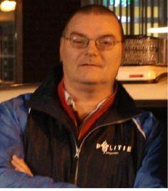 Burger in blauw: Erik van der Veer draait mee met politie Haaglanden  in de nacht van 16 op 17 november 2013