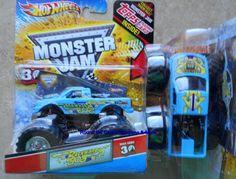2012 Backwards Bob Monster Jam 1:64 Hot Wheels Truck with Topps Trading Card #HotWheels #diecast