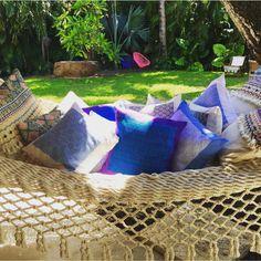 Hamaca tejida a mano, cojines bordado hueyapan de lana de borrego, cojines bordado atlas, sillas acapulco, sillas tejidas yucatecas. #bordado #hechoamano #colores #tesoros #arte #cultura #cojinesbordadoamano #comerciojusto #hamacatejida #naturaleza #sillasacapulco Hand-woven hammock, hueyapan embroidered wool sheep cushions, hand embroidered atlas cushions, acapulco chairs, Yucatán woven chairs.