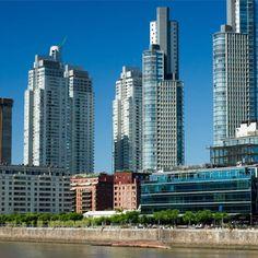 #PuertoMadero #BuenosAires Rascacielos, cocina de autor, galerías de arte y bares de diseño de cara al río son la nueva cara de un antiguo puerto.