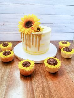 Sunflower Birthday Parties, Yellow Birthday Cakes, 25th Birthday Cakes, Sunflower Party, Sunflower Cakes, Birthday Cakes For Women, Elegant Birthday Cakes, Icing Tips, Drip Cakes