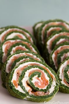 Roll salmon and spinach - recipe step by step Tapas, Low Carb Recipes, Cooking Recipes, Healthy Recepies, Brunch, Xmas Food, Food Humor, Easy Cooking, Vegetable Recipes
