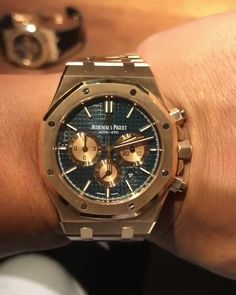 Audemars Piguet [NEW] Royal Oak Chronograph Blue Dial Watch - women clock Audemars Piguet Gold, Audemars Piguet Watches, Rolex Watches For Men, Luxury Watches For Men, Stylish Watches, Cool Watches, Omega Seamaster Chronograph, Watches Photography, Popular Watches
