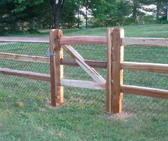 Trying to find a gorgeous yet long lasting means to fence your home or business? Want to guarantee that your animals or equines can be confined, with no threats to their safety and . Read Best Split Wood Fences Ideas For Your Ranch Style Home Driveway Fence, Diy Fence, Fence Landscaping, Cedar Split Rail Fence, Cedar Fence, Arbor Gate, Fence Gate Design, Country Fences, Farmhouse Garden
