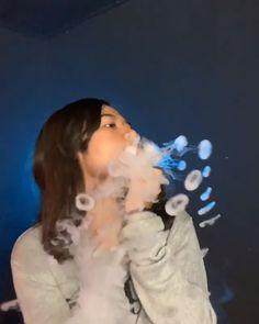 How To Do Vape Tricks, Vape Pictures, Smoke Tricks, Image Tumblr, Fille Gangsta, Juul Vape, Vape Art, Party Drinks Alcohol, Vape Smoke