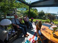 – Du får følelsen av at du har hele hagen inni stuen! Outdoor Furniture Sets, Outdoor Decor, Bergen, Pergola, Home Decor, Patio, Decoration Home, Room Decor, Outdoor Pergola