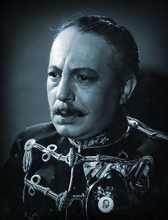 Gyula Gózon  sa narodil 19.apríla 1885 v Nových Zámkoch – zomrel 08.10.1972 v Budapešti. Gyula Gózon bol maďarský herec a komik.  Gyula Gózon, maďarský herec sa narodil 19. apríla 1885 v Nových Zámkoch, vtedy Érsekújvár v Rakúsko – Uhorsku. Bývali síce v Esztergome (Ostrihom), ale boli práve na návšteve u príbuzných keď sa Gyula prihlásil na svet. Hungary, Famous People, Photographs, Photograph Album, Photograph, Celebs, Photos, Celebrity