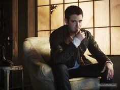 Arrow - Promo shot of Colin Donnell