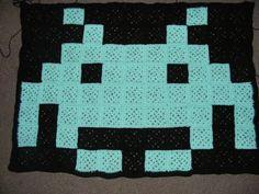 Make a Space Invader Quilt - 40 DIY Gift Surprise Ideas for a Gamer Boyfriend or Girlfriend - Big DIY IDeas 40 Diy Gifts, Gamer Boyfriend, Crochet Projects, Diy Projects, Pixel Crochet, Surprise Ideas, Man Quilt, Christmas Gifts For Girlfriend, Granny Square Blanket