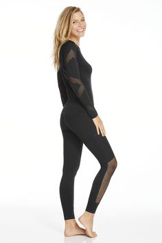 The Komodo Outfit from the October Collection at #Fabletics! Gear up in our all-black getup, which consists of a performance-packed mesh sleeve top and breathe-easy, mesh leggings. @Fabletics #ambsdr