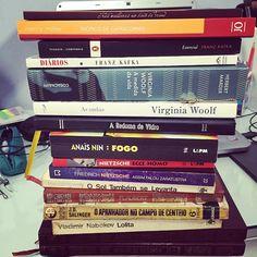 """WEBSTA @ biasaltarelli - A pequena pilha de livros que quero ler/reler nas """"férias escolares"""". Em março o mestrado começa de vez e aí as leituras vão acabar ficando concentradas no tema da minha dissertação... #instabooks #literature #amoler #virginiawoolf #kafka #flaubert #HenryMiller #sylviaplath #jdsalinger #hemingway #Nabokov #anaisnin #Nietzsche #dostoievski"""