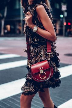 Obsessed with this new Chloe Tess bag - this shade is perfect for fall so I'll be wearing it non stop - wore it out to dinner with an Etro dress the other day Stylish Handbags, Purses And Handbags, Viva Luxury, Dior, Fashion Bags, Womens Fashion, Chloe Bag, Chanel, Mode Style