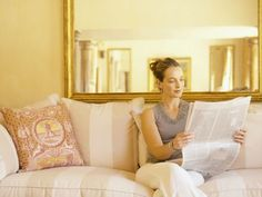Are mirrors in the kitchen good feng shui? How about the feng shui of mirrors in the bedroom? Find out the best and the worst feng shui use of mirrors - from your main entry to your living room.: Mirrors Facing Each Other Feng Shui Mirrors, Consejos Feng Shui, Feng Shui Items, Feng Shui Colours, How To Feng Shui Your Home, Feng Shui Crystals, Feng Shui Bedroom, Bedroom Layouts, Traditional Decor