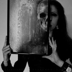 Google Image Result for http://cdnimg.visualizeus.com/thumbs/8c/09/art,grey,skull,woman,anatomy,b,w-8c097ff0ce10c198410f56a5022e898b_h.jpg