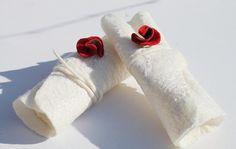 Weiße Stulpen auf Seide gefilzt Hochzeitsstulpen von mafiz auf Etsy