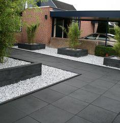 Minimalist Garden Design Ideas For Small Garden Side Yard Landscaping, Backyard Patio Designs, Modern Backyard, Modern Landscaping, Modern Garden Design, Landscape Design, Driveway Design, Concrete Patios, Minimalist Garden