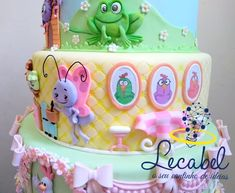 Quando minha parceria maravilhosa projeta um bolo e pede para eu executar. Essa foto é apenas parte do resultado. . Obrigada, Jéssica,… Bolo Cake, Mini Tortillas, Toy Chest, Biscuits, Alice, Birthday Cake, Desserts, Cakes, Food