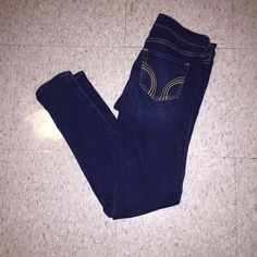 Minimally worn Hollister jeggings Size 7 Hollister jeggings, dark wash, worn only a few times, perfect condition Hollister Jeans Skinny