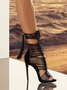 Emmy DE 2015 Herv� L�ger By Max Azria ~ 30 Mood Setting High Heels Because Life Is Too Short To Wear Flats - Style Estate -