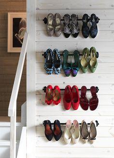 riel para almacenaje de zapatos. La Escuela de Decoración de IKEA