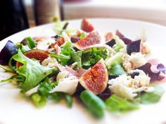 Fig, ham and mozzarella salad. Great for lunch. Great for dinner. Raw Beets, Mozzarella Salad, Orange Salad, Fresh Figs, Roasted Beets, Easy Salads, Blood Orange, Food Allergies, The Fresh