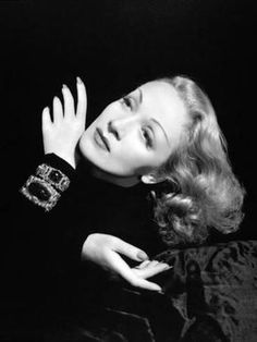 Marlene Dietrich Favorite Poem - Hot tears flow as she recounts Her favourite worded token Forgive me please for hurting so Old Hollywood Stars, Hollywood Icons, Old Hollywood Glamour, Hollywood Actor, Golden Age Of Hollywood, Vintage Glamour, Vintage Hollywood, Hollywood Actresses, Classic Hollywood