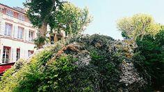 ...la montagne à la ville .. fontaine du Cours Mirabeau .Aix en Provence . Provence . June . ICphotos