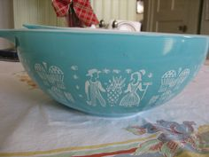Vintage dish my mom use to have this bowl, probably still does!