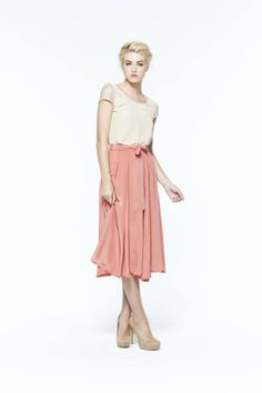 so cute and comfy paper crown netting midi skirt love how she layered this outfit. Modest Outfits, Modest Fashion, Love Fashion, Fashion Models, Spring Fashion, Pretty Outfits, Cute Outfits, Handmade Skirts, Moda Chic