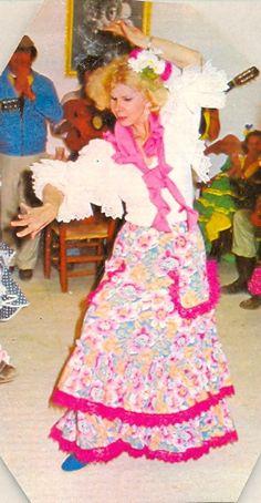Cayetana de Alba bailando #Sevillanas vestida por Lina. James Stuart, Royal Jewels, Alba, High Society, Harajuku, Beautiful People, Spain, History, Disney Princess