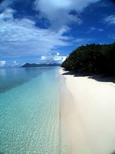 I would love to be sunbathing on this beach right about now. =)