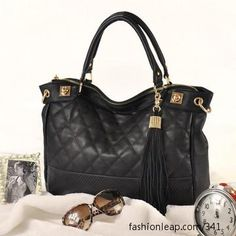 I like the tassel and quilted stitch in this bag.