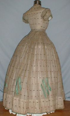 Original sheer dress with short, puffed sleeves, back view. From The Graceful Lady (http://thegracefullady.com/civilwargowns/originals_sheergowns.htm)