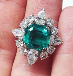 Stunning emerald ring