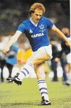 Andy Gray of Everton in Andy King, Dave Thomas, Der Club, Everton Fc, Retro Football, Steven Gerrard, Football Program, Liverpool
