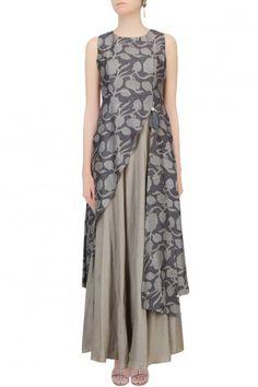 Dark grey floral printed asymmetric maxi dress available only at Pernia's Pop Up Shop. by leila Kurta Designs, Blouse Designs, Pakistani Dresses, Indian Dresses, Indian Outfits, Hijab Fashion, Fashion Dresses, Hijab Stile, Batik Dress
