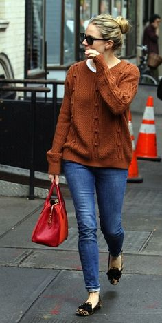 Chunky knit sweater paired with skinny jeans + flats. #fashion #fallwear