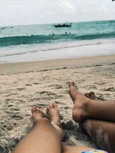 the sound of your heartbeat and the waves❤️ Family Beach Pictures, Cute Couple Pictures, Vacation Pictures, Beach Photos, Couple Photos, Cute Couples Goals, Couple Goals, Beach Photography, Couple Photography