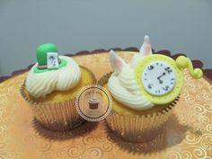 Cupcakes Top Cakes - Alice no País das Maravilhas  https://www.facebook.com/danielletopcakes