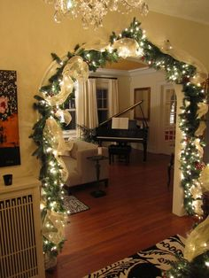 OH I wish I had an entrance to decorate like this....Foyer entrance Christmas lighted garland #eathappy