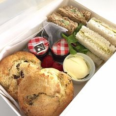 Afternoon Tea Hamper, Afternoon Tea Parties, Afternoon Tea Recipes, Breakfast Basket, Party Food Platters, Charcuterie And Cheese Board, Cream Tea, Picnic Foods, Cafe Food