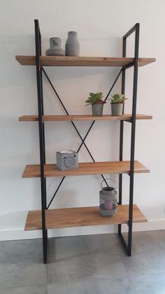 Deze stellingkast/ boekenkast wordt bij STAALmeubel op maat gexleverd. Deze kast zoals afgebeeld is 180x100x35cm en kost 430euro