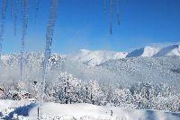 D'inverno la neve copriva il tetto  arcobaleno, i teli non si notavano più, la valle s'ammantava di silenzio.