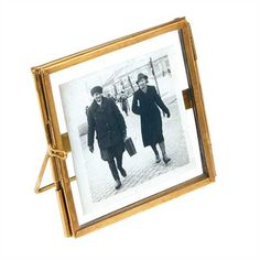 Kleiner Bilderrahmen aus Messing zum Aufstellen in Gold von Rex International mit Foto - online shoppen bei pinkmilk