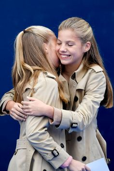 Princess Leonor of Spain and Princess Sofia of Spain visit Asiegu, which has been honoured as the 2019 Best Asturian Village, on October 2019 in Asiegu, Spain. Images Of Princess, Spanish Royal Family, Daddys Little Girls, Royal Engagement, Dressed To The Nines, Princess Sofia, Queen Letizia, Photo L, Royal Fashion