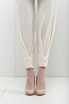 plis au bas d'un pantalon More - Best DIY Fashion Images Fashion Pants, Diy Fashion, Womens Fashion, Fashion Design, Fashion Trends, Origami Fashion, Style Fashion, Bridal Fashion, Petite Fashion