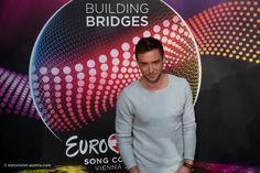 Der im Vorfeld bereits hoch favorisierte Mans Zelmerlöw aus Schweden gibt sein Probendebüt: http://www.eurovision-austria.com/de/schwedens-mans-zelmerloew-erste-probe-in-wien/ ---------------------------------------- #esc #austria #eurovision #vienna #buildingbridges #sweden #MansZelmerlöw