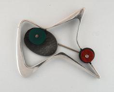 Brooch by Margaret de Patta, 1950's : Made of sterling silver, chrysoprase and carnelian. #Brooch #Jewelry #Margaret_de_Patta