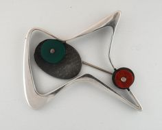 Brooch by Margaret de Patta, 1950's : Made of sterling silver, chrysoprase and carnelian. #Brooch #Jewelry #Margaret_de_Patta
